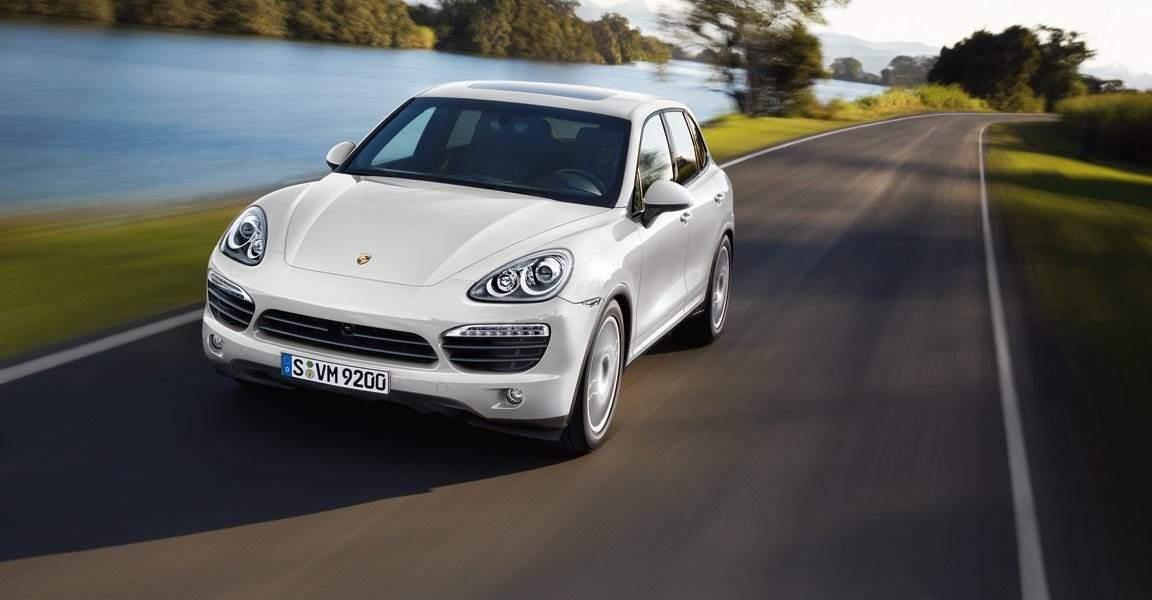 Porsche Cayenne S Hybrid in Fahrt