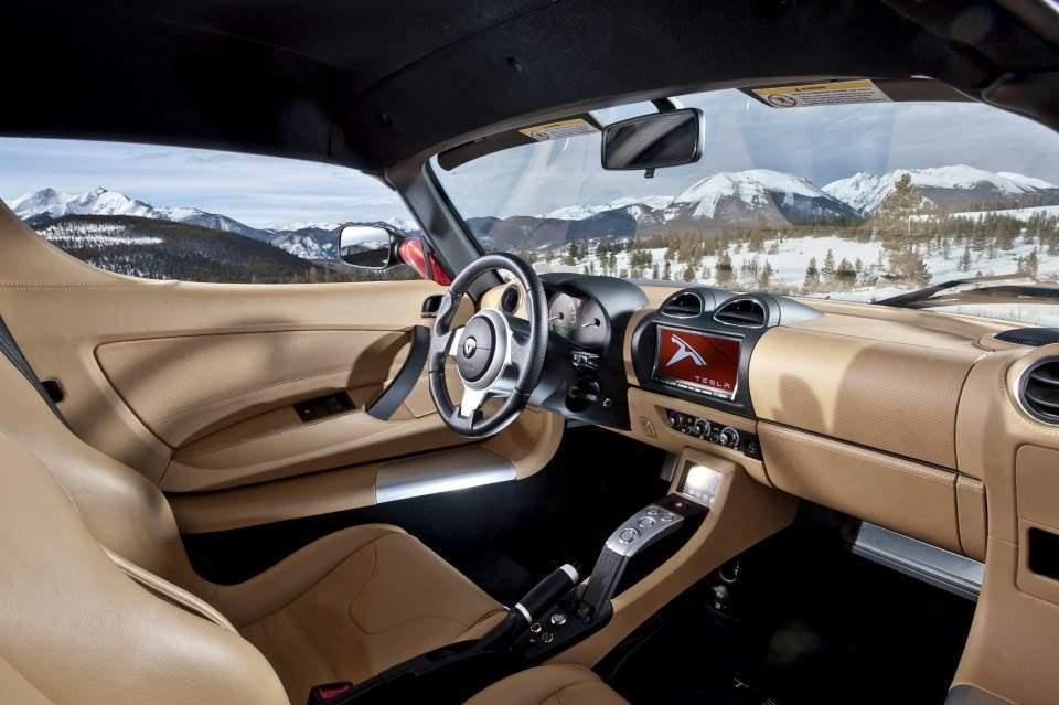 Der tesla roadster e sportler auf leisen sohlen for Interieur tesla model s