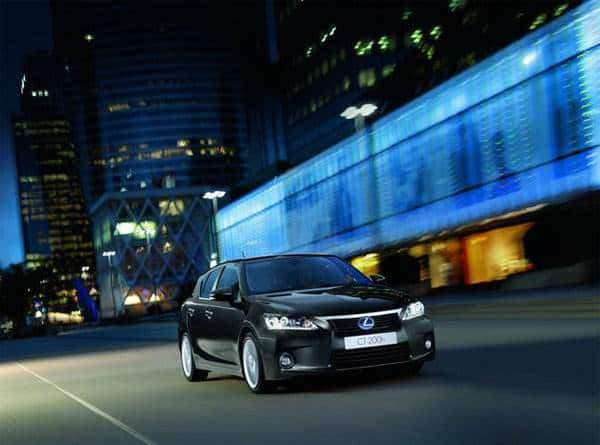 lexus-ct-200h-in-the-city
