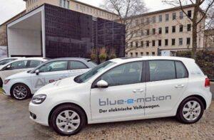 VW-Golf-blue-e-motion