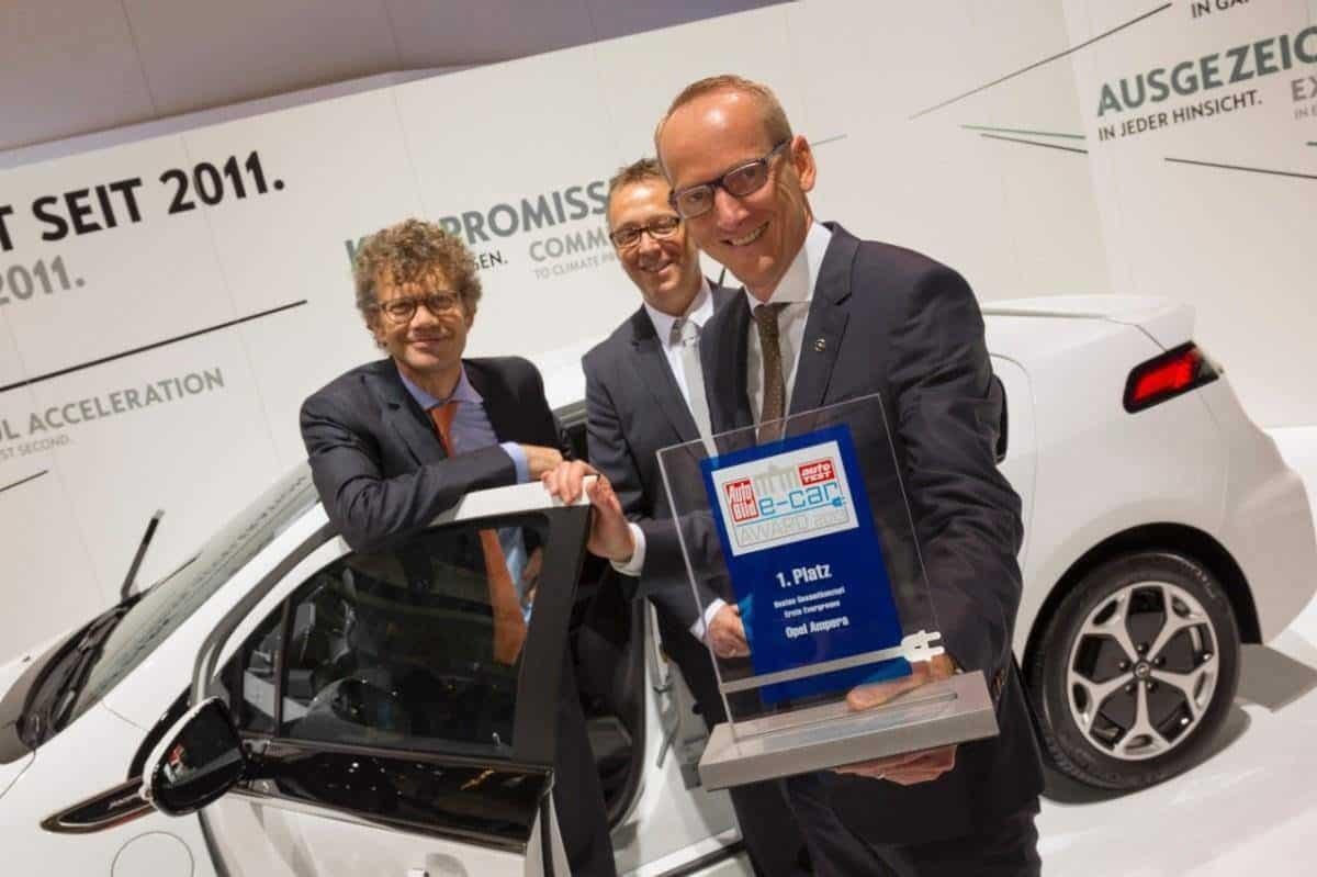 Opel-Ampera-Ecar-Award-2013