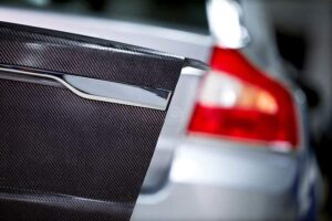 Volvo-Kofferraumklappe-mit-Kohlefasermaterial-und-Super-Kondensatoren