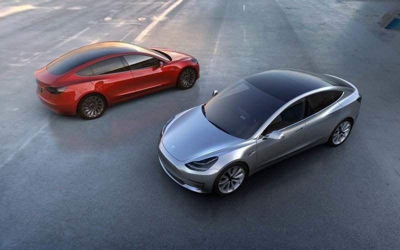 zwei x Tesla Model 3