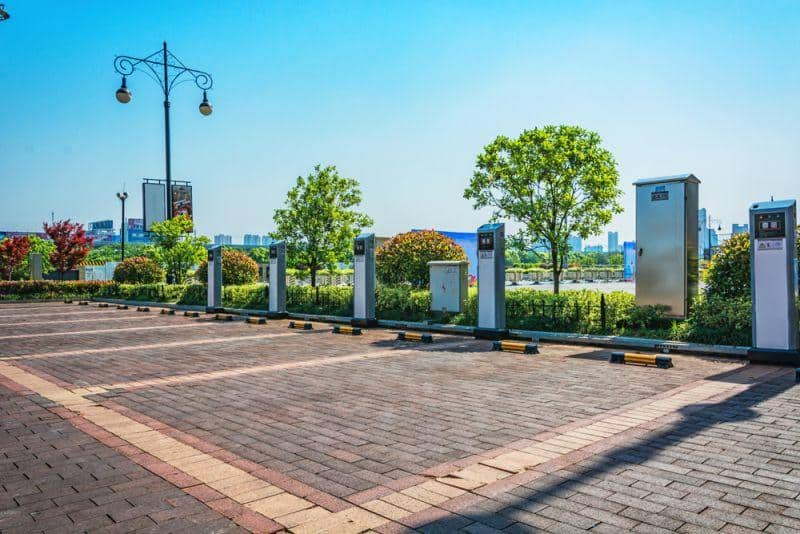Millionen Förderung für E-Auto Ladesäule