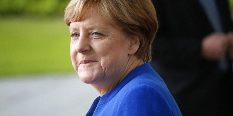 Merkel erwartet sprunghaften Anstieg von E-Autoverkäufen