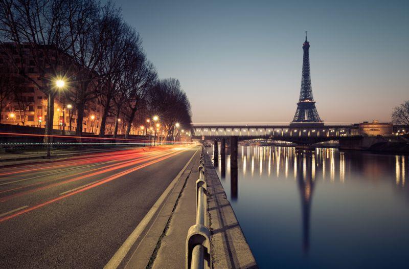 Pariser Verkehr in der Nacht