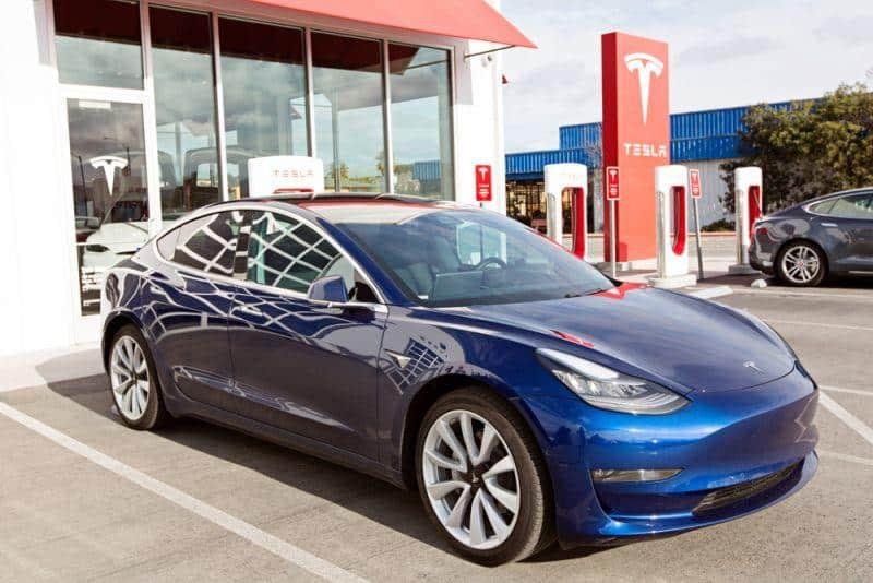 Tesla Model 3 soll wohl in Handarbeit gefertigt werden