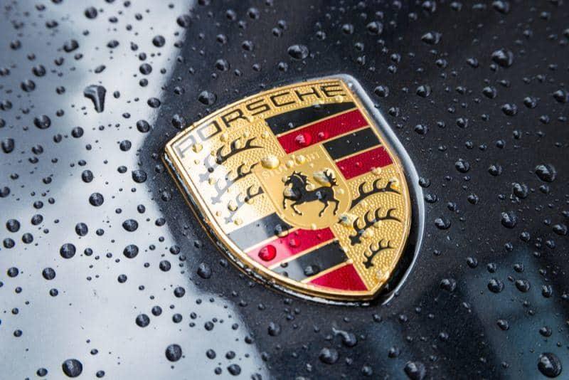Erste Testfahrt im Porsche Mission E absolviert