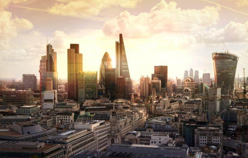 GOVECS bringt E-Schwalbe nach London