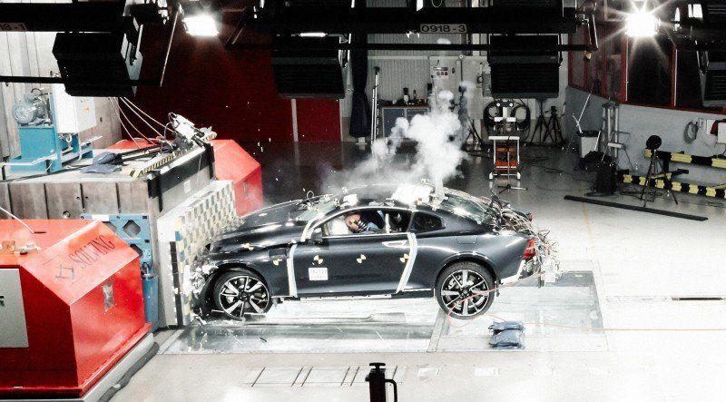 Volvo Polestar 1 Crashtest seitliche Perspektive