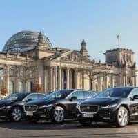 Jaguar I-PACE vorm Bundestag