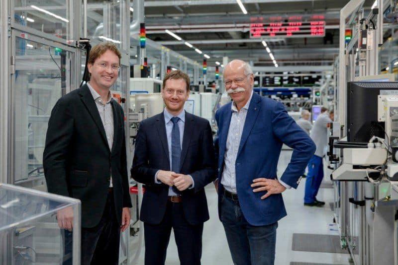 (v.l.n.r.): Ola Källenius, im Daimler-Vorstand verantwortlich für Konzernforschung und Entwicklung, Michael Kretschmer, Ministerpräsident Sachsen, Dieter Zetsche, Vorstandsvorsitzender der Daimler AG und Leiter Mercedes-Benz Cars