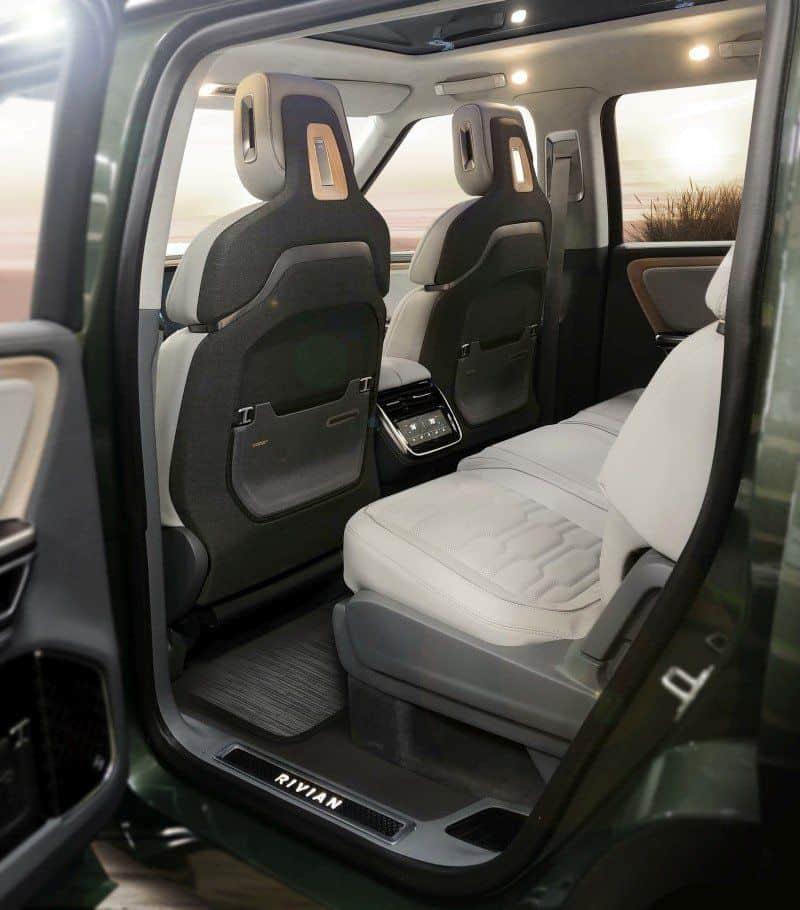 Zweite Sitzreihe des Rivian R1S E-SUV