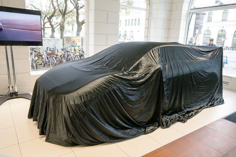 Verhüllter Rennwagen von Jaguar