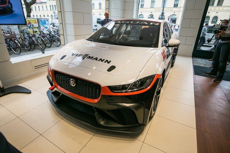 Front des Serienrennwagens von Jaguar