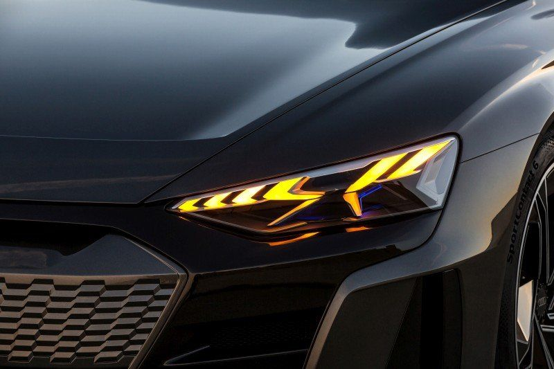 Detailaufnahme Scheinwerfer Audi e-tron GT concept
