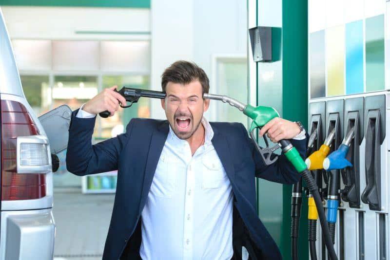 Autoindustrie gehen die Batterien aus; Preise steigen