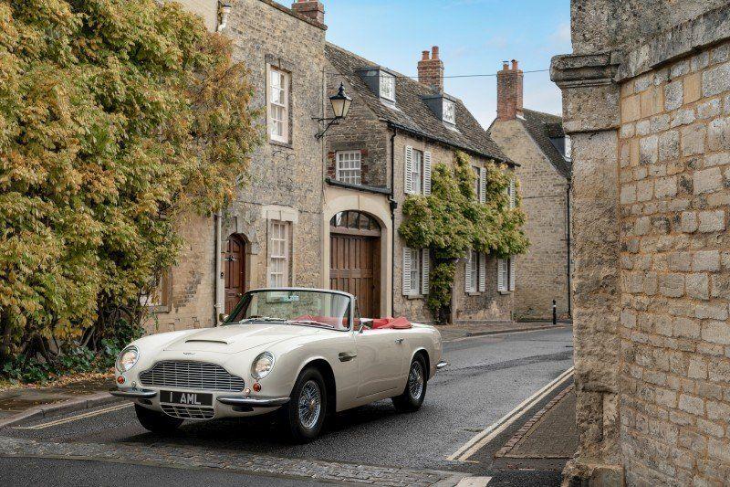 Aston Martin Works DB6 MkII Volante in der Stadt