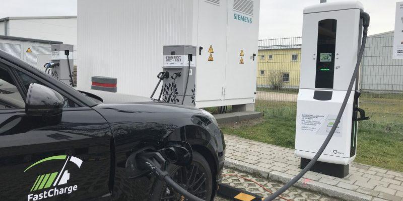 Porsche Prototyp lädt mit 400 kW