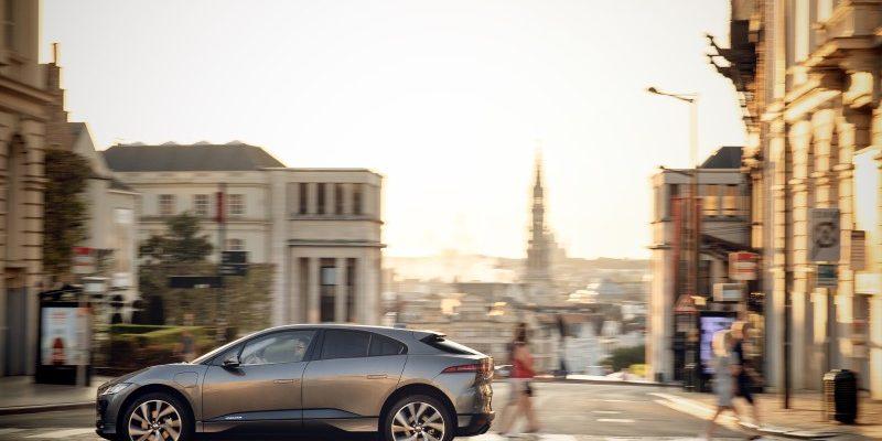 Jaguar I-PACE in der Stadt