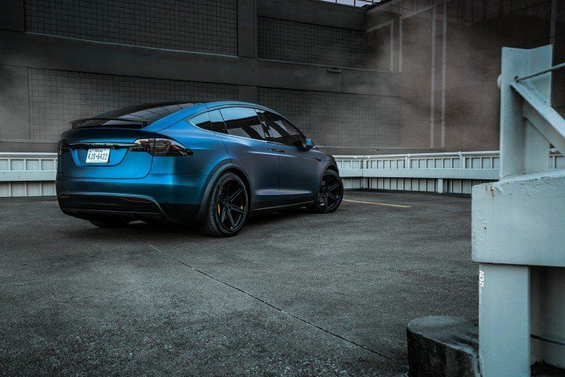 Modifizierter Tesla Modell X P100D Dunkelblau Matt Metallic und ADV.1 Rädern (1)