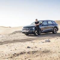 Audi e-tron in Unterwegs mit dem Audi e-tron im Emirat Abu Dhabi