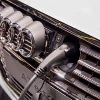 Kritiker müssen in E-Autos einsteigen
