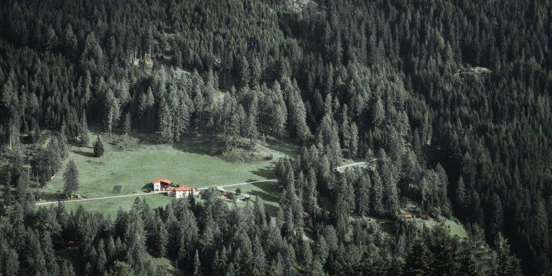 Blick auf ein Tal in Österreich