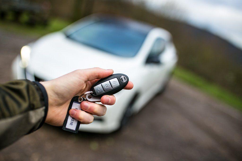 Nissan Leaf 2. Generation verschwommen im Hintergrund