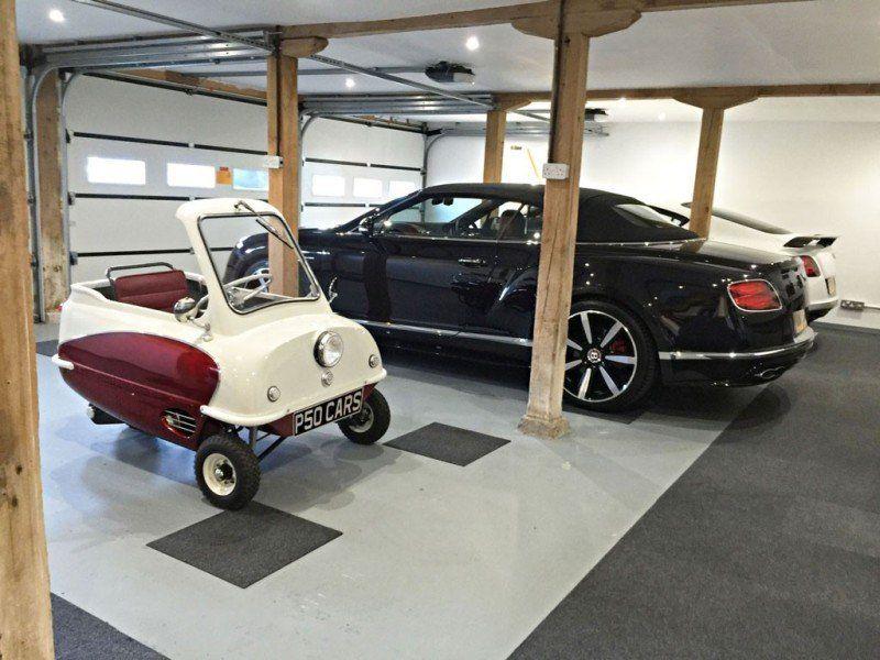 kleinste auto der welt feiert als e fahrzeug sein. Black Bedroom Furniture Sets. Home Design Ideas