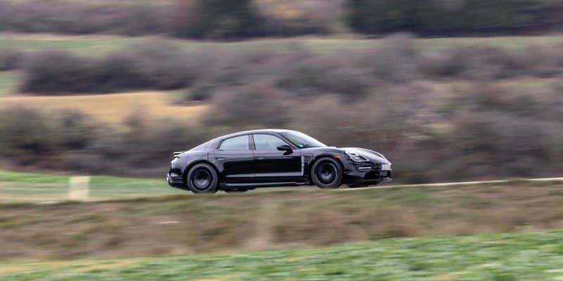 Porsche Taycan nimmt Fahrt auf