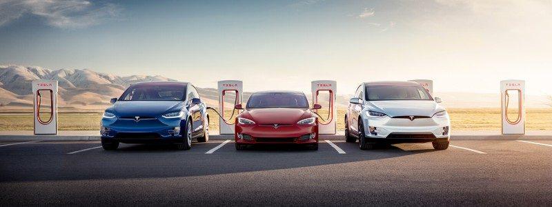 Tesla Supercharger mit Tesla Fahrzeugen