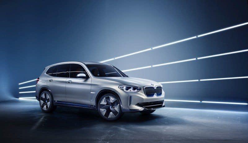 BMW iX3 seitliche Ansicht