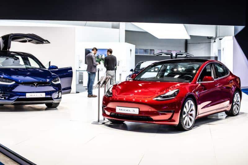 Tesla streicht Stellen und baut Produktion weiter aus