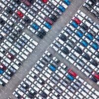 Automobilhersteller investieren weltweit mehr als 300 Millionen in E-Autos