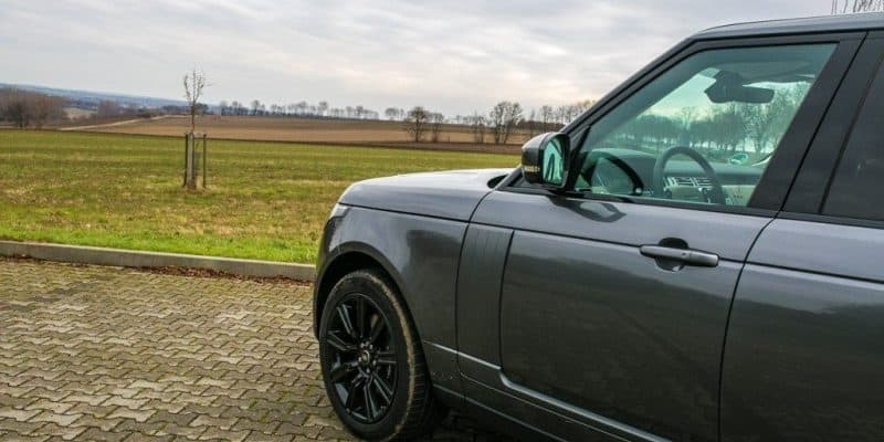 Seitliche Frontansicht Range Rover Vogue P400e PHEV