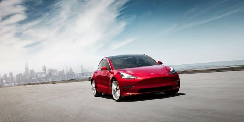 Tesla Model 3 in Rot - Frontansicht