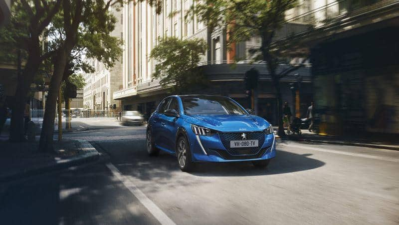 Peugeot e208 in der Stadt