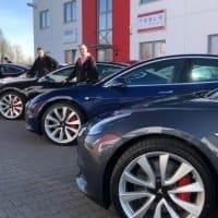 Vier Tesla Model 3 gehen in Besitz von nextmove