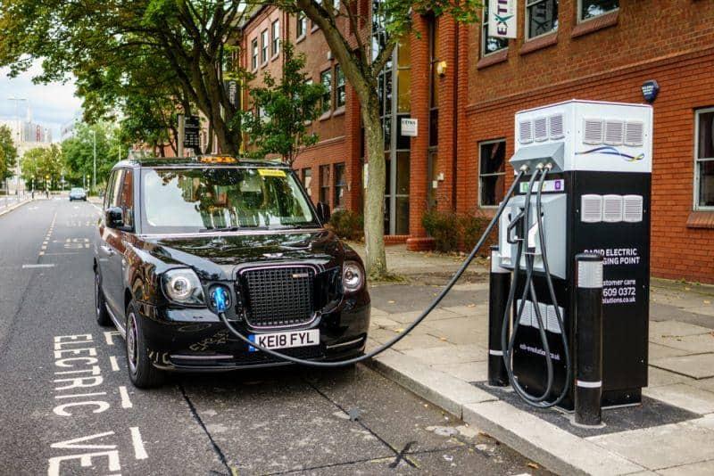Großbritannien investiert in Ladeoffensive für E-Taxis