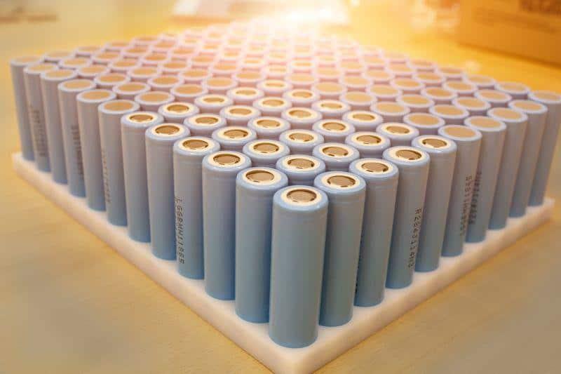 Produktions-Zwischenschritt eines einzelnen Battery-Pack, das mit dem neuen ecovolta Li-Ionen-Sicherheitskonzept ausgestattet wird.