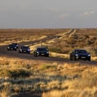 Porsche Taycan in der Wüste auf Erprobungsfahrt