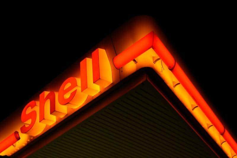 Shell Logo in der Nacht