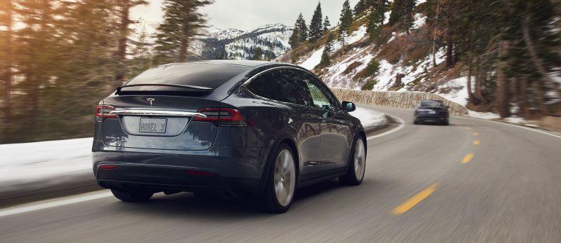 Tesla Model X Heckansicht