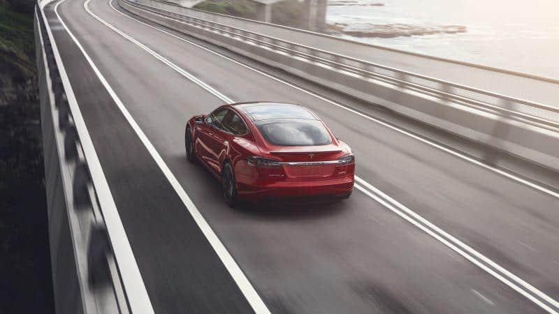 Tesla Model S an der australischen Küste