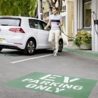 VW e-Golf beim Ladevorgang