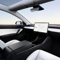 Tesla Model 3 ohne Lenkrad - im Einsatz als Robotaxi