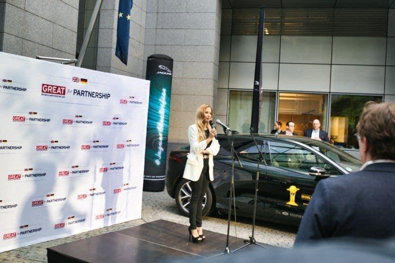 Begrüßung durch Jaguar Panasonic Racing