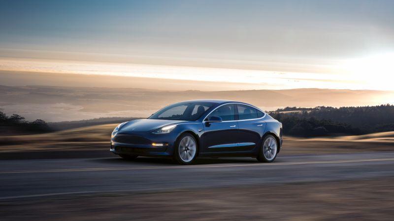 Tesla Model 3 in Blau
