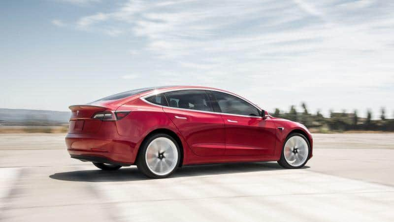 Tesla Model 3 unterwegs